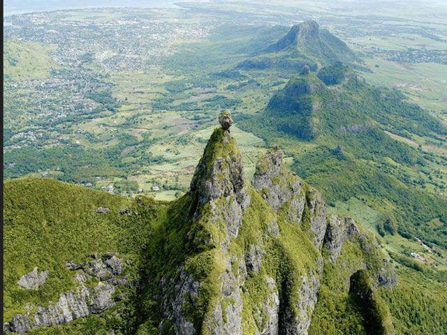 photos/ile-maurice-montagne-pieter-both.jpg